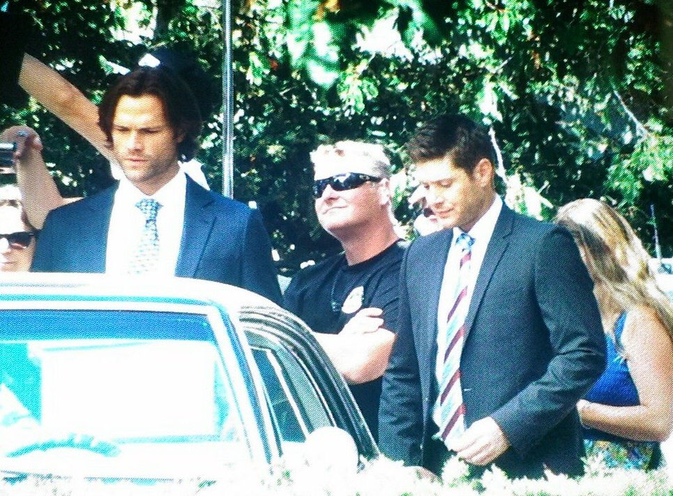 http://www.thewinchesterfamilybusiness.com/images/DiscussionPage/Season12/Episodes_1to5/CqNGXfzVYAAI5RH.jpg